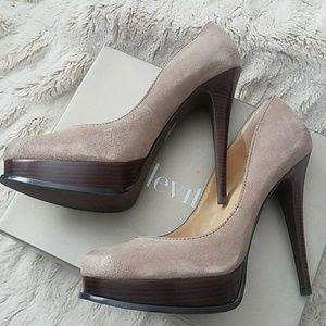 Levity heel